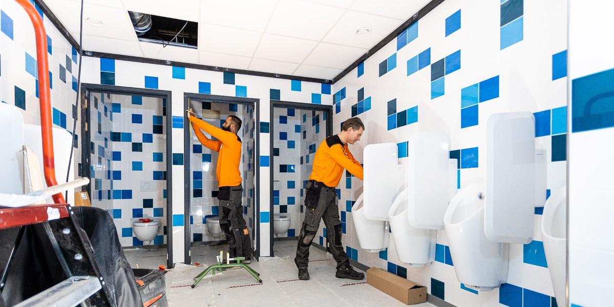 Werknemers van Constructif in de nieuwe werkkleding
