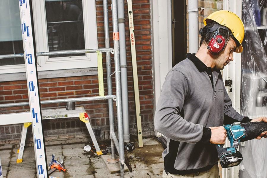 Snel en veilig hakken en breken doe je met deze gereedschappen, materialen en PBM.