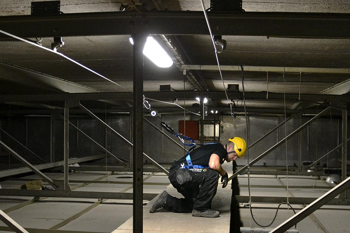 permanente valbeveiliging: leeflijn in een fabriekshal