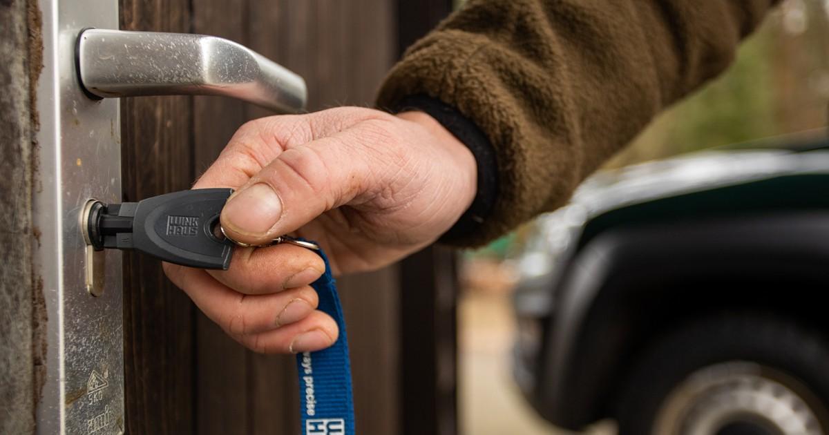 Winkhaus heeft een standaard cilinderprofiel. Met een eenvoudige ingreep maak je de cilinder op de deur elektronisch.