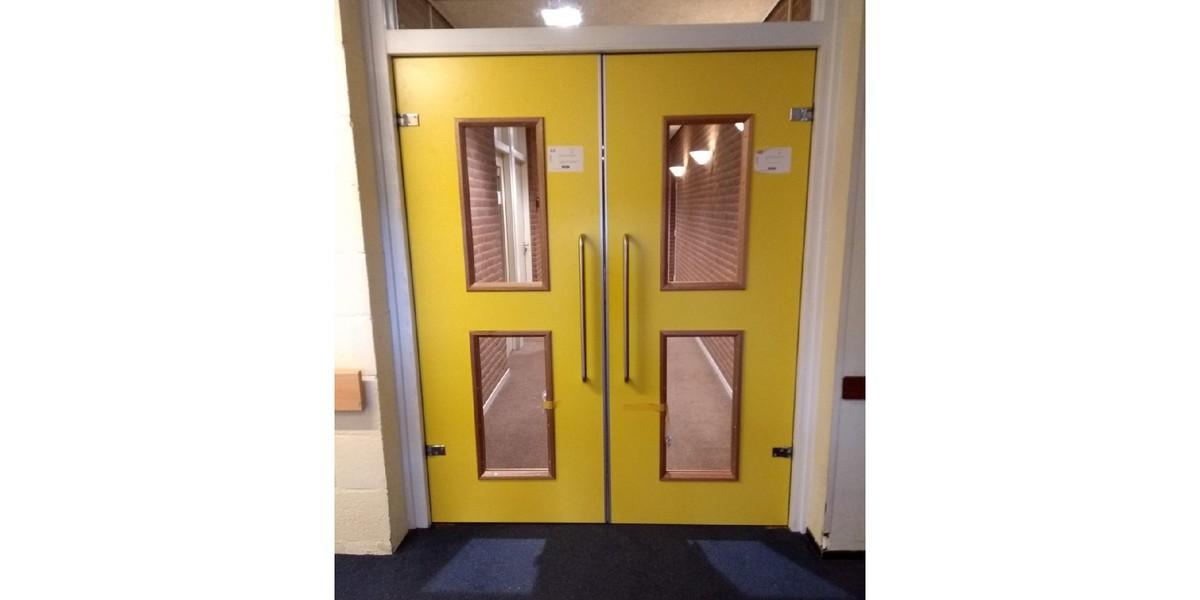 brandwerende deur. combinatie deur en kozijn.